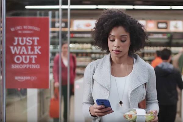 아마존이 선보인 무인점포 `아마존고`. 매장에 입장할 때 앱을 켜고 필요한 물건들을 장바구니에 담은 다음, 매장을 나올 때 앱으로 결제하는 시스템이다. (출처: www.amazon.com)