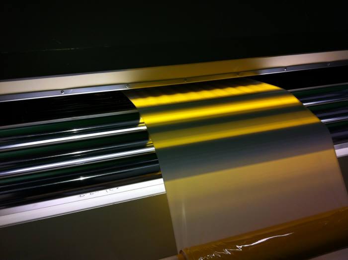 티디엘이 개발한 액정표시장치(LCD) 모듈 공정에 사용하는 제3세대 폴리이미드형 복합시트.