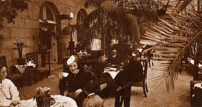 1936년 당대 최고의 인기를 누렸던 무용가 최승희씨가 조선호텔 커피를 마시는 모습. 사진=웨스틴조선호텔 제공