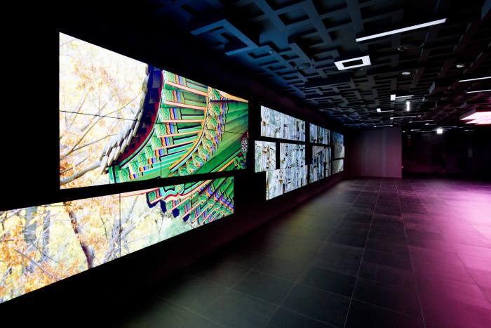 롯데월드타워 전망대 '서울스카이'가 22일 오픈한다. 사진은 지하 2층의 미디어 전시물. 사진=롯데물산 제공