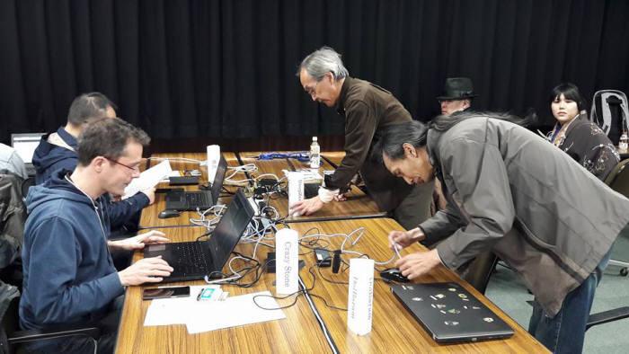 일본 도쿄에서 열린 UEC 주최 세계컴퓨터바둑대회에서 한국 돌바람, 일본 딥젠고, 중국 줴이, 프랑스 크레이지스톤 등이 대국 준비를 하고 있다. <사진=감동근 아주대 교수 제공>