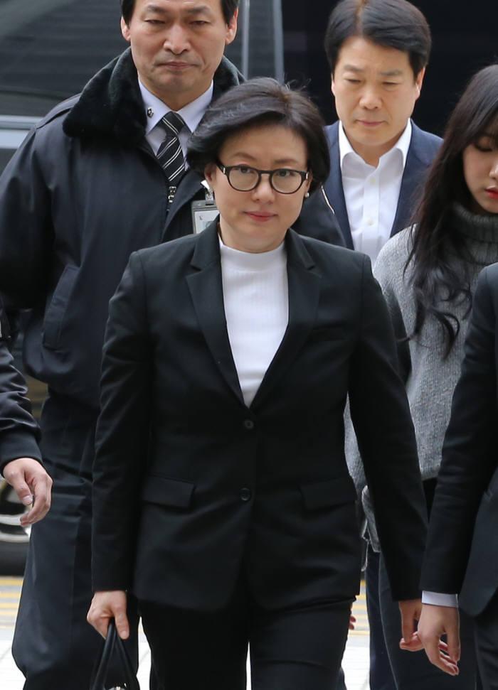 20일 오후 법정에 출석하는 신격호 롯데그룹 총괄회장의 셋째부인 서미경씨.