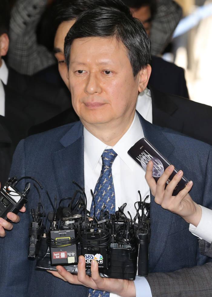 20일 법원에 출석하고 있는 신동주 전 일본 롯데홀딩스 부회장(SDJ코퍼레이션 회장).