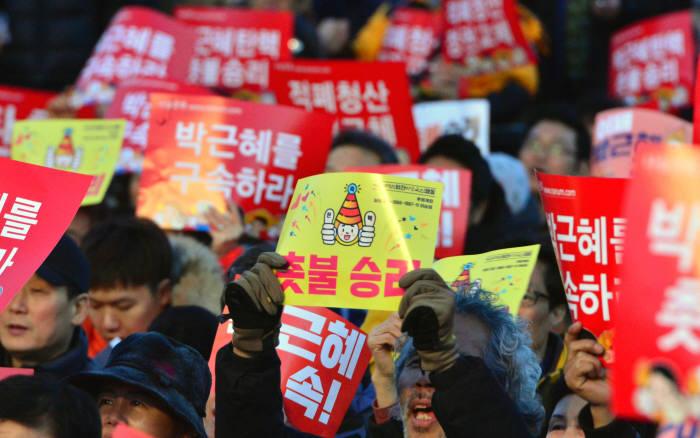 [박 전 대통령 검찰 소환]9:30 서울지검 포토라인…파면뒤 첫 육성메시지 주목