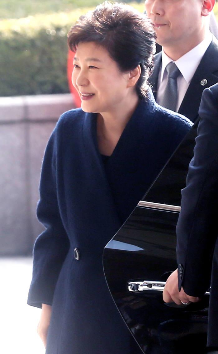 21일 오전 9시 30분 박근혜 대통령이 검찰에 출두했다. <사진공동취재단>