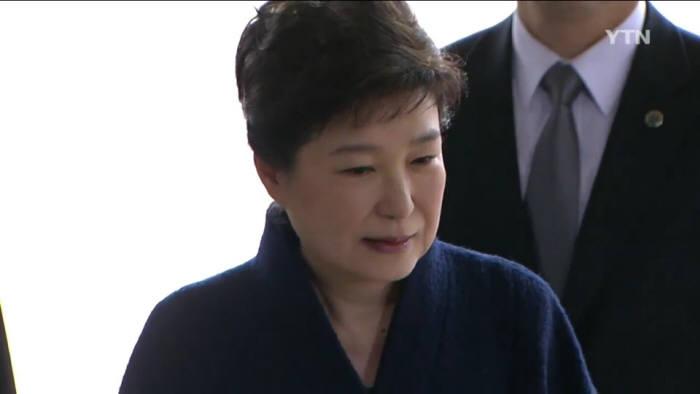 검찰 포토라인에 선 박근혜 대통령<사진공동취재단>.