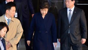 검찰청사 떠나는 박 전 대통령