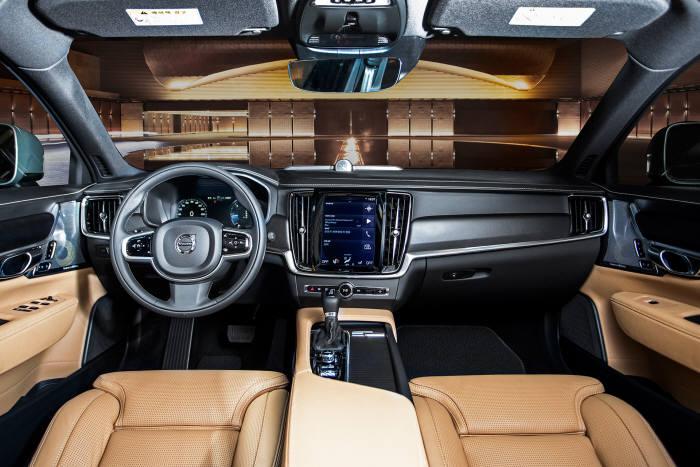 볼보자동차 준대형 크로스오버 차량 'V90 크로스컨트리' 실내 인테리어 (제공=볼보자동차코리아)