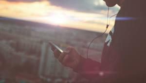 국민 100명 중 90.6명은 '스마트폰 가입자'