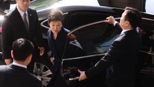 [朴 전 대통령 영장심사]삼성동 귀가뒤 두번째 외출이 '서울지법 321호 법정'