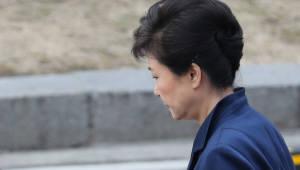 """정치권 """"마땅하고 옳은 일""""…자유한국당은 언급 자체"""