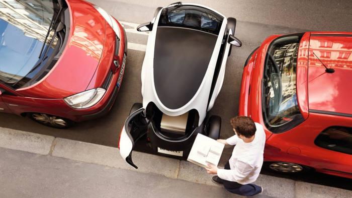 주차 공간이 일반 자동차와 비교해 1/3 수준인 초소형 전기차.