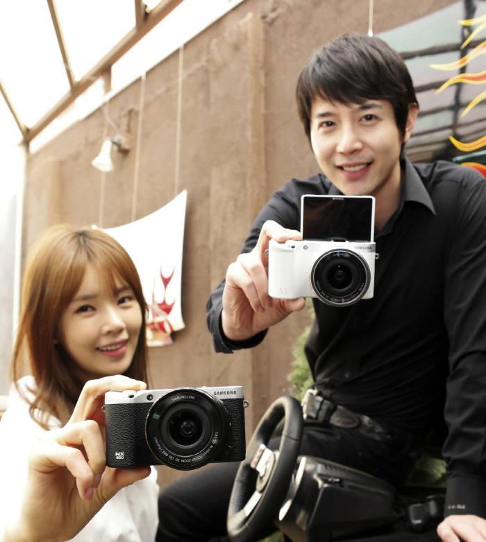 삼성전자, 카메라 판매 완전 중단...삼성 '디카' 역사속으로