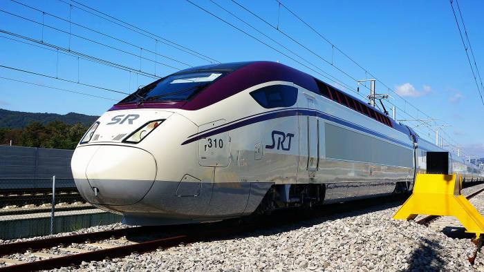 빅썬시스템즈(대표 권태일)는 지난해 SRT 고속철도 객실 와이파이에 이어 코레일 고속철도에도 와이파이를 성공적으로 구축했다고 16일 밝혔다. 사진은 수서발 SRT 고속철도.