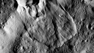 """소행성서 지구와 유사한 산사태 확인…""""얼음 있다는 증거"""""""