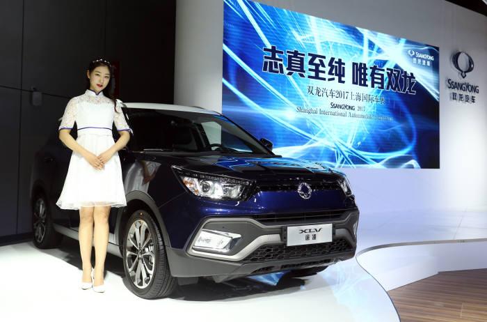 '2017 상하이 국제모터쇼'에 첫 공개된 쌍용차 신형 SVU '티볼리 에어'.
