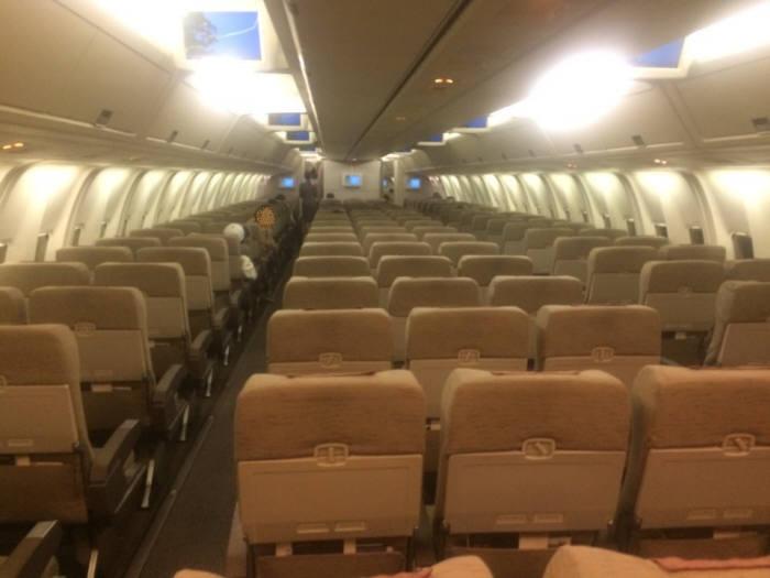 3월 말 상하이행 비행기 내부 모습.비행기 전체가 거의 텅 비었다.