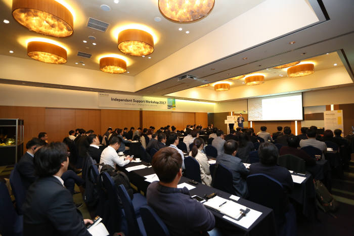 한국리미니스트리트가 19일 서울 삼성동 코엑스 인터컨티넨탈호텔에서 고객 대상 워크숍을 개최한 가운데 김상열지사장이 서비스를 소개하고 있다. 한국리미니스트리트 제공