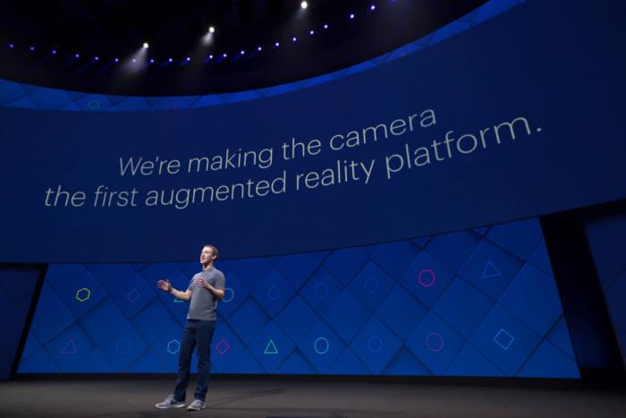 마크 저커버그 페이스북 CEO가 18일(현지시각) F8에서 기존연설을 하고 있다.<사진 페이스북코리아>