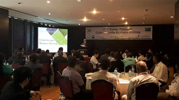 19일(현지시간) 한국인터넷진흥원은 국내 5개 보안기업과 현지 50개 기관 및 기업이 참여하는 '정보보호 타깃집중형 비즈니스 상담회'를 개최했다.