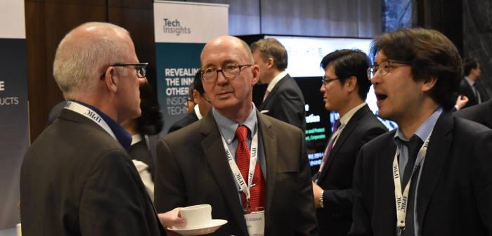 28일 열린 'IPBC코리아'에 참가한 IP 관계자들이 대화를 나누고 있다.