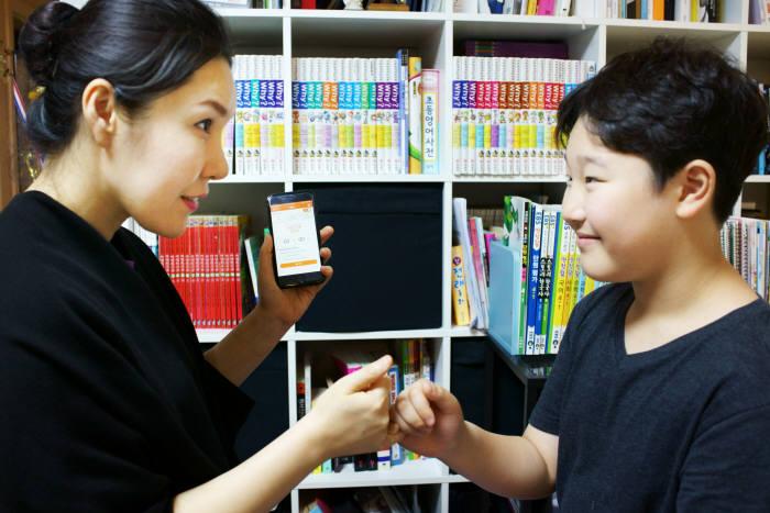 지란지교소프트 '엑스키퍼'는 아이에게 올바른 스마트폰 활용 습관을 심어줘 부모에게 안심을 주는 제품이다.(자료:지란지교소프트)