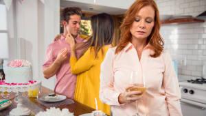 여성 갱년기 치료, 호르몬 투여하다 난청 걸릴라