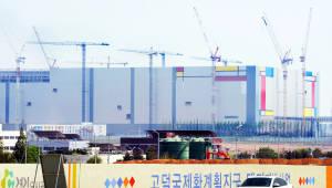 [이슈분석] 삼성전자 평택 공장 첫 가동…장비 재료 협력사 큰 호재