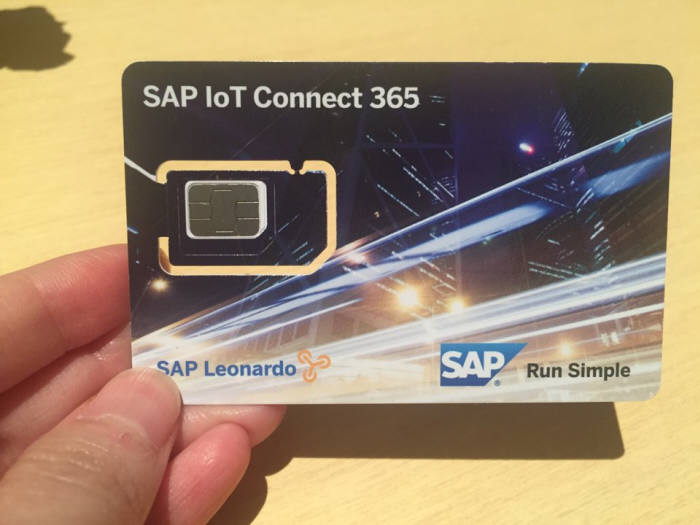 SAP가 선보인 심카드 방식의 IoT 통신 기기 앞면. 카드 왼쪽 중앙에 부착된 칩으로 기기가 데이터를 전송한다.