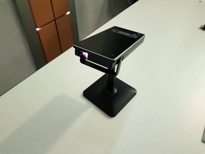 U+포켓빔이 구동되는 모습.