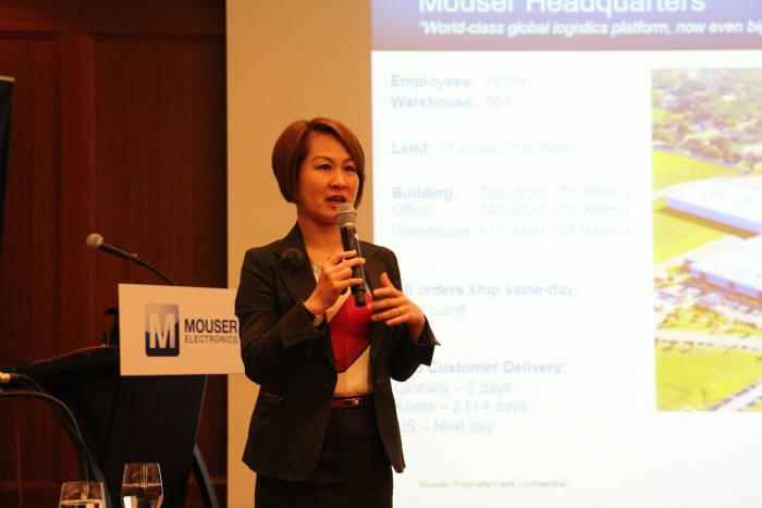 다프니 티엔 마우저일렉트로닉스 아시아태평양지역 마케팅·사업개발 부문 부사장이 18일 사업 현황을 소개하고 있다.