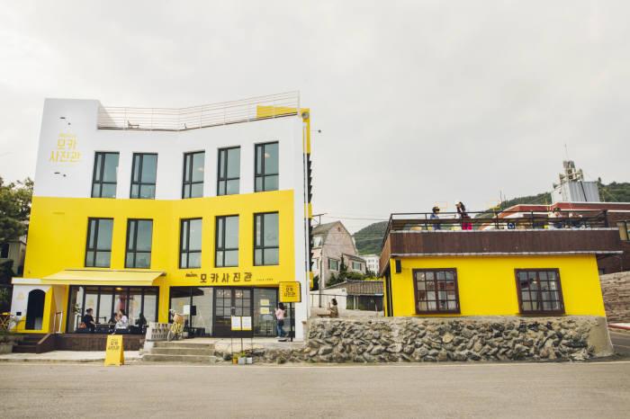 동서식품, 팝업 카페 '모카사진관' 오픈
