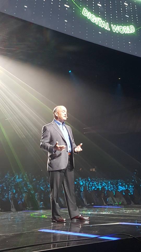 짐 헤플만 PTC 회장겸 CEO가 PTC 라이브웍스 2017 기조강연을 했다.