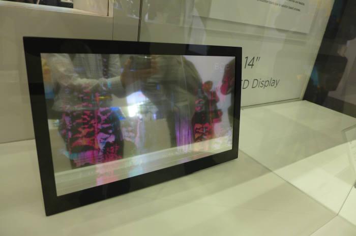 BOE가 SID 2017에서 공개한 14인치 AMQLED 패널 (사진=전자신문DB)