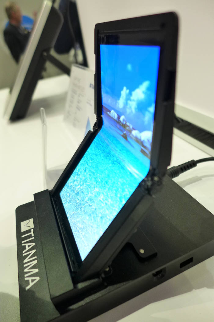 티안마가 SID 2017에서 공개한 5.49인치 FHD 플렉시블 OLED (사진=전자신문DB)