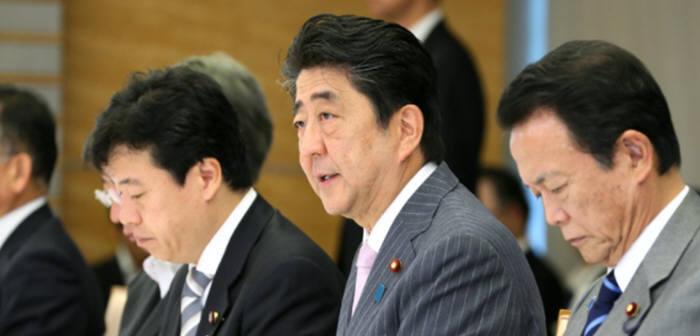 아베 신조 일본 총리 겸 지적재산전략본부 본부장(가운데)/ 자료: 일본 지적재산전략본부 홈페이지 화면 캡처