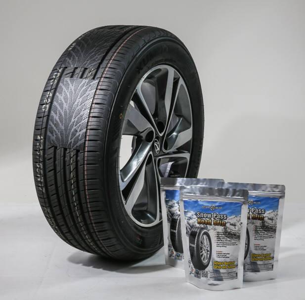 스노우베어가 개발한 타이어에 직접 붙여 사용하는 접착식 스노우체인 '스노우패스'. 올해부터 국내·외 온·오프라인 판매처를 확대하고 있다.