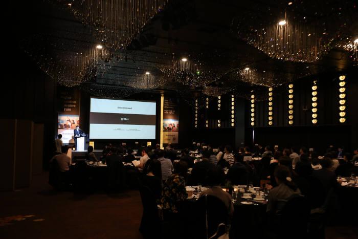 블랙보드코리아(지사장 홍준표)가 서울 중구 반얀트리 클럽앤스파서울 크리스탈 볼룸에서 '학습의 진화를 위한 새로운 기술 혁신'을 주제로 고등 교육 포럼을 개최하고 환영사를 하고있다. 블랙보드코리아 제공