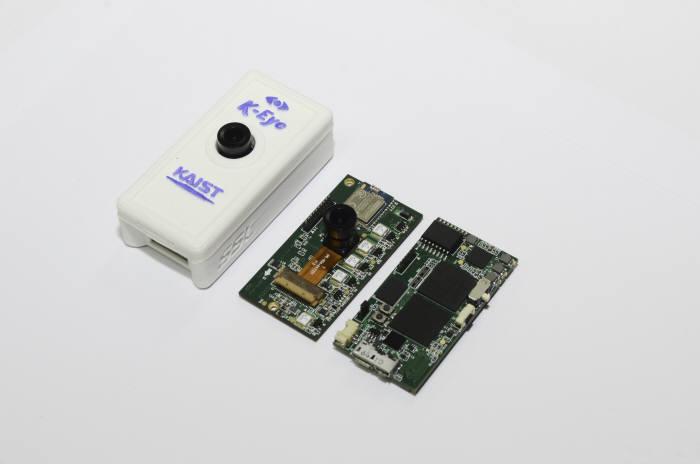 KAIST 유회준 교수팀이 유엑스팩토리와 공동으로 개발해 상품화 한 인공지능 얼굴인식 시스템 'K-Eye'