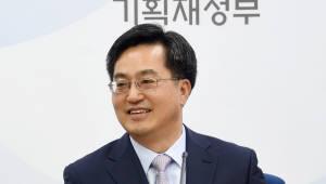 """김동연 부총리 """"올해 성장률, 2.6% 넘을 수 있다""""…전망치 상향 조정 첫 시사"""