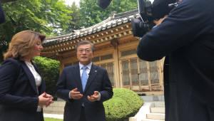 """文 """"북핵 제재·압력만으론 해결안돼…대화 필요"""""""