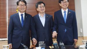 文정부 경제팀, 김동연 중심 '하나의 목소리' 다짐…최우선 과제는 '일자리 창출'