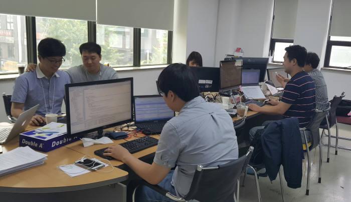 드림시큐리티 연구원들이 보안인증 기술을 개발하고 있다.