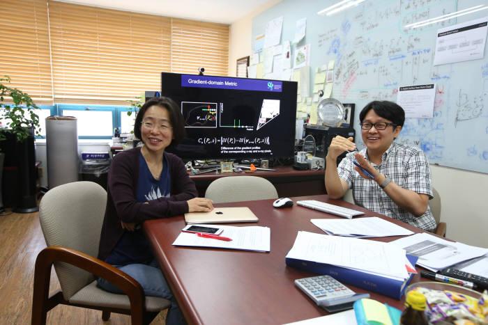 류석영 KAIST 전산학부 교수(왼쪽)와 김민혁 교수(오른쪽)