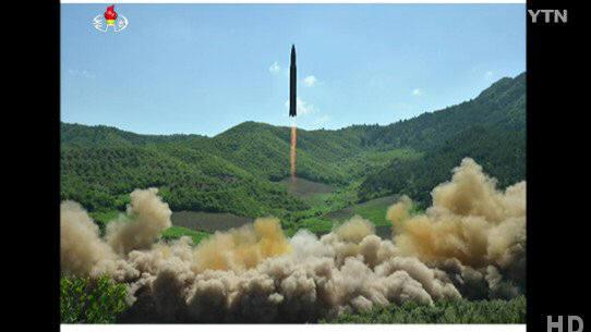북한이 공개한 '화성-14형' 미사일 발사 장면