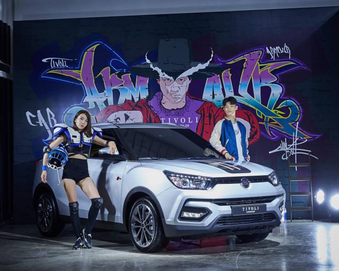 쌍용자동차가 17일 서울 강남구 SJ쿤스트할레에서 기존 티볼리에서 디자인을 혁신하고 상품성을 업그레이드한 티볼리 아머(Armour)를 출시했다.