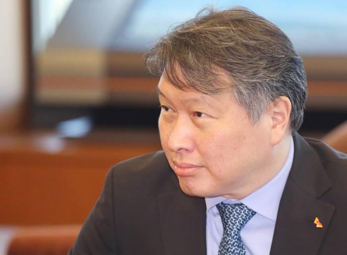 SK, LG실트론 인수 '신의 한 수'... 다시 주목받는 최태원 회장의 안목