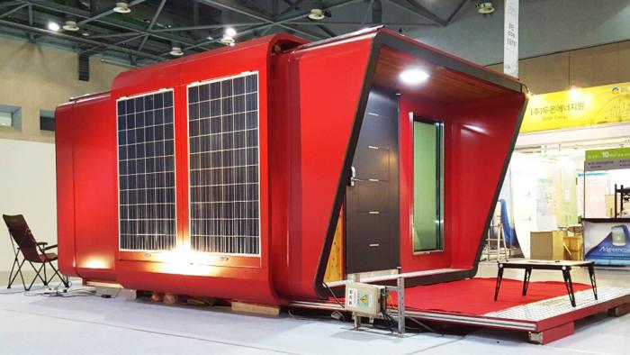 이솔테크가 개발한 친환경 에너지 절감형 이동식 주택. 말레이시아 등으로 해외 수출을 추진하고 있다.