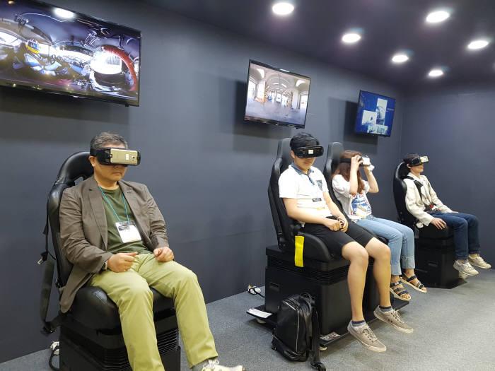 최근 이노시뮬레이션은 모바일 기반 VR디바이스와 모션을 일치시키는 기술을 개발, 무선 VR모션시트를 만들어내면서 VR장비 운용의 효율성과 생태계 획대에 기여하고 있다. (사진=이노시뮬레이션 제공)