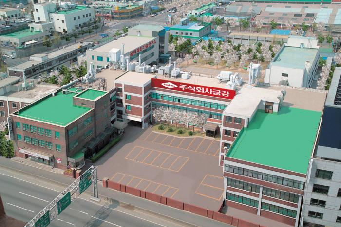 1978년 금강제화 부평 공장 설립. (사진제공= 금강제화)